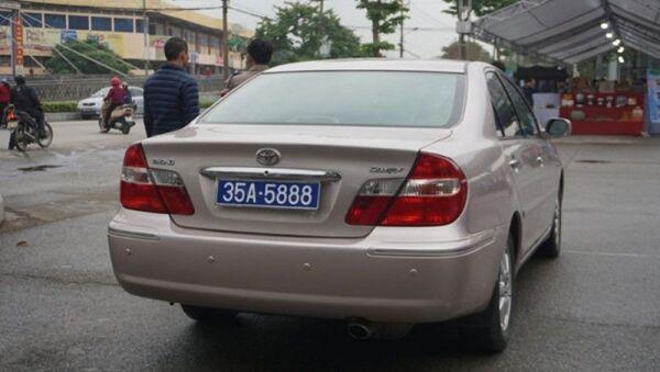 Xe biển xanh phục vụ ông Phó bí thư tỉnh ủy Ninh Bình - Sputnik Việt Nam