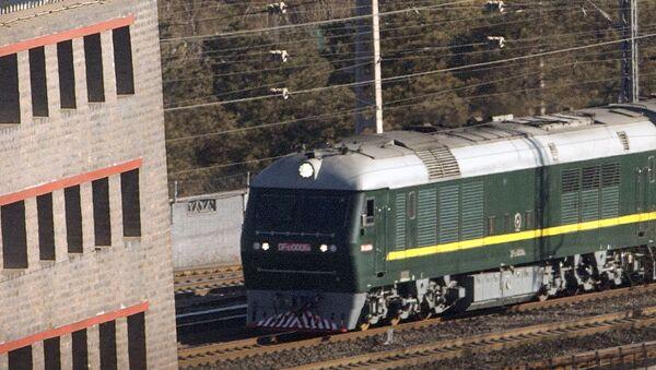 Поезд, на котором приехал лидер КНДР Ким Чен Ын, на железнодорожном вокзале Пекина - Sputnik Việt Nam