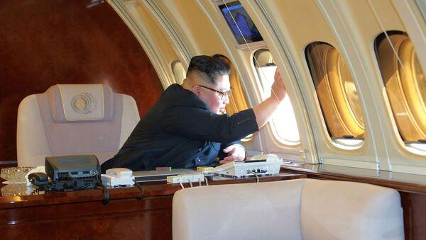 Nhà lãnh đạo CHDCND Kim Jong-un trên chuyên cơ trước khi rời Bắc Kinh - Sputnik Việt Nam