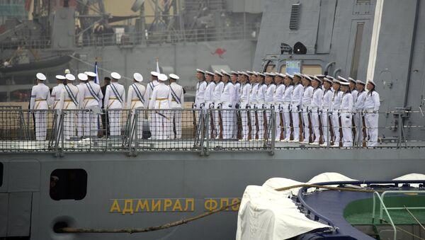 Đô đốc Gorshkov dẫn đầu đội tàu nước ngoài tại lễ diễu hành ở Thanh Đảo - Sputnik Việt Nam