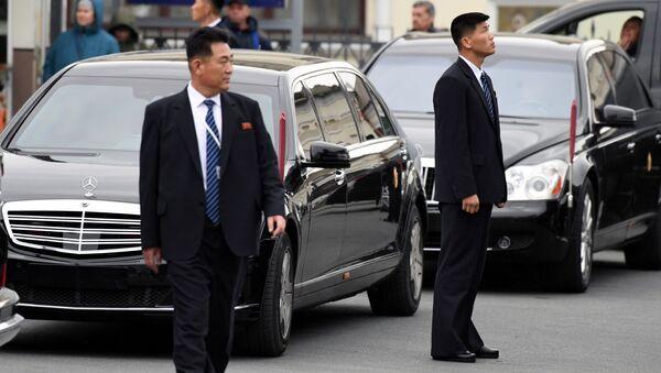 Các nhân viên an ninh của lãnh tụ Kim Jong-un - Sputnik Việt Nam