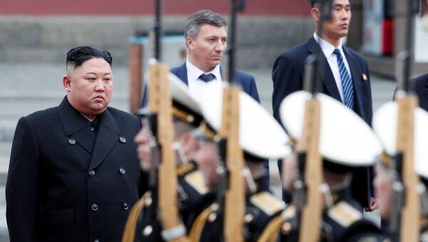 Лидер КНДР Ким Чен Ын на торжественной церемонии встречи во Владивостоке - Sputnik Việt Nam