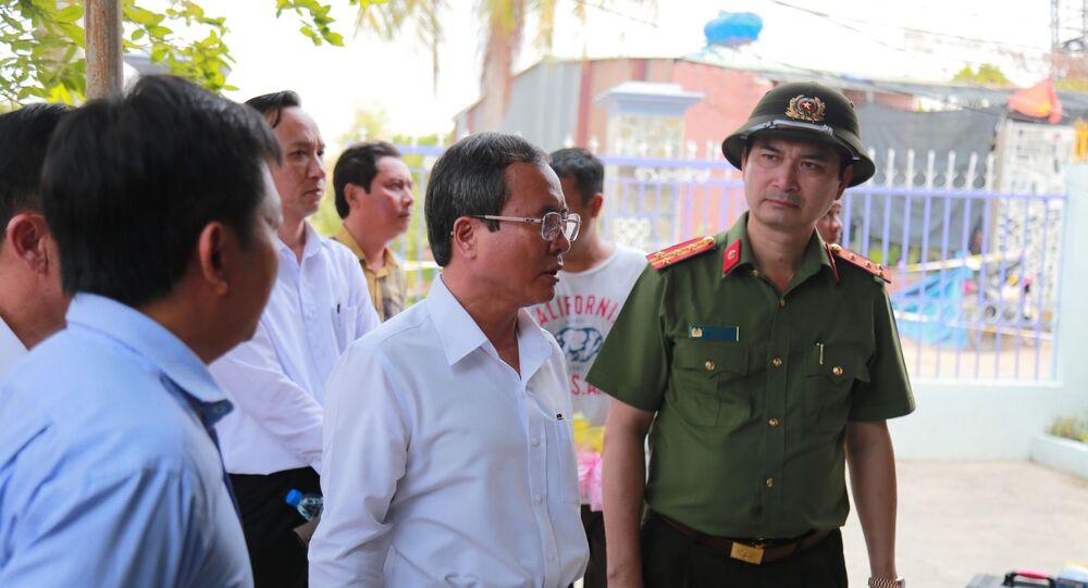 Ông Trần Văn Nam (giữa), Bí thư Tỉnh ủy Bình Dương đến hiện trường trực tiếp chỉ đạo điều tra phá án