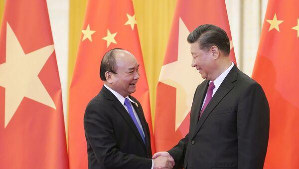 Thủ tướng Nguyễn Xuân Phúc và Tổng Bí thư, Chủ tịch nước Trung Quốc Tập Cận Bình - Sputnik Việt Nam