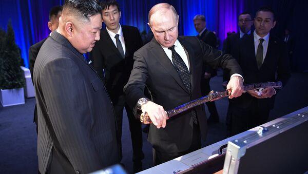 Hai ông Kim Jong-un và Putin tặng nhau những món quà đặc biệt - Sputnik Việt Nam