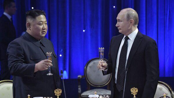 Kim Jong-un và Vladimir Putin  - Sputnik Việt Nam