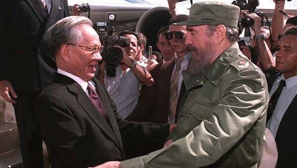 Chủ tịch nước Lê Đức Anh gặp Chủ tịch Cuba Fidel Castro năm 1995  - Sputnik Việt Nam