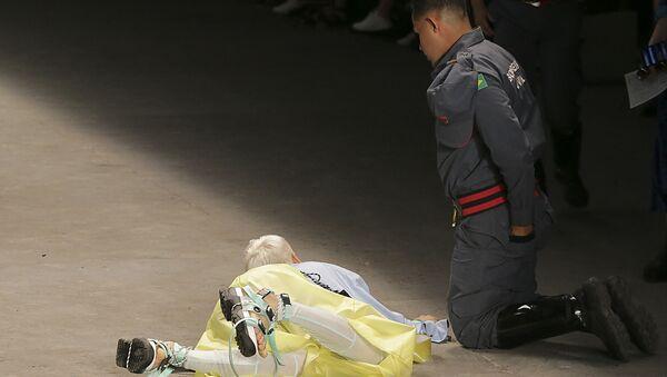 Người mẫu gục trên sàn catwalk và đột tử  - Sputnik Việt Nam