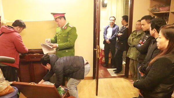Công an Hà Nội khám xét nhà Hưng kính, trùm bảo kê chợ Long Biên - Sputnik Việt Nam