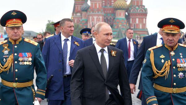 Tổng thống LB Nga Vladimir Putin tại Cuộc diễu hành Chiến thắng ở Moskva  - Sputnik Việt Nam