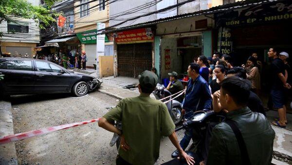 Lực lượng chức năng phong tỏa hiện trường, làm rõ nguyên nhân vụ việc - Sputnik Việt Nam