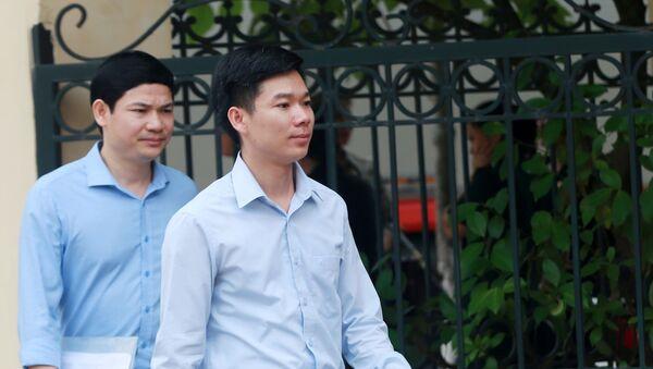 Bị cáo Hoàng Công Lương và ông Hoàng Công tình - Sputnik Việt Nam