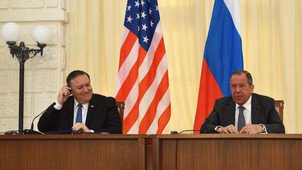 Ngoại trưởng Nga Sergei Lavrov và Ngoại trưởng Mỹ Mike Pompeo - Sputnik Việt Nam