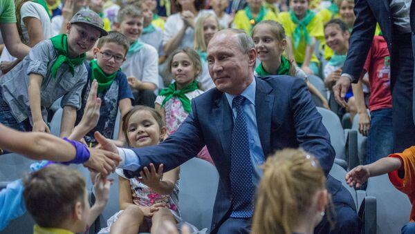 Tổng thống Nga Vladimir Putin tại Trung tâm hải dương học và sinh vật biển Moskvarium ở Moskva - Sputnik Việt Nam