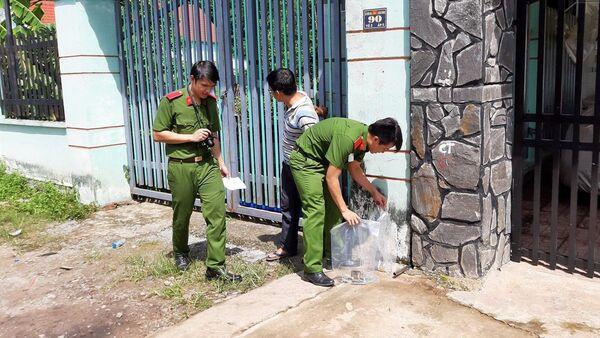Công an khám hiện trường ngôi nhà phát hiện 2 xác chết bị đúc bê tông - Sputnik Việt Nam