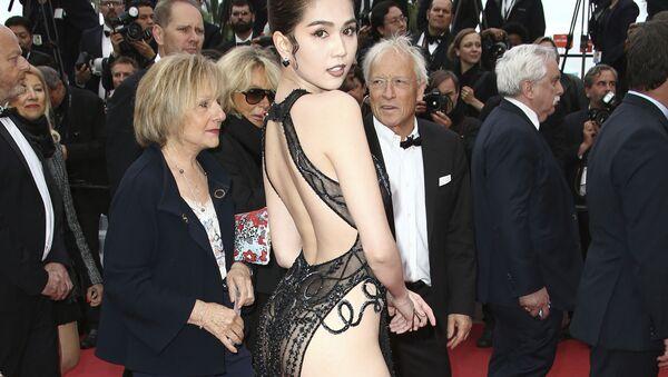 Người mẫu Việt Nam Ngọc Trinh trên thảm đỏ tại Liên hoan phim quốc tế Cannes lần thứ 72 - Sputnik Việt Nam