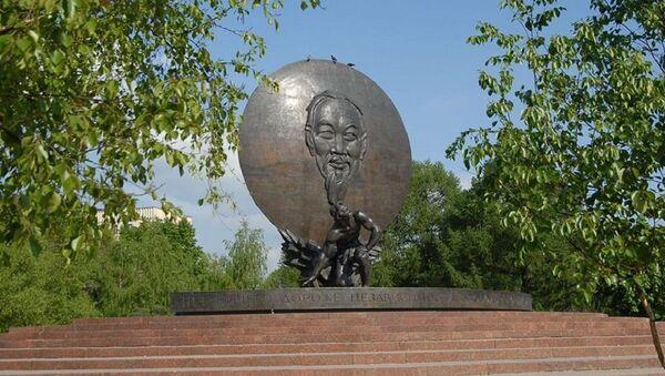 Tượng đài Hồ Chí Minh tại quảng trường Hồ Chí Minh ở Moskva - Sputnik Việt Nam