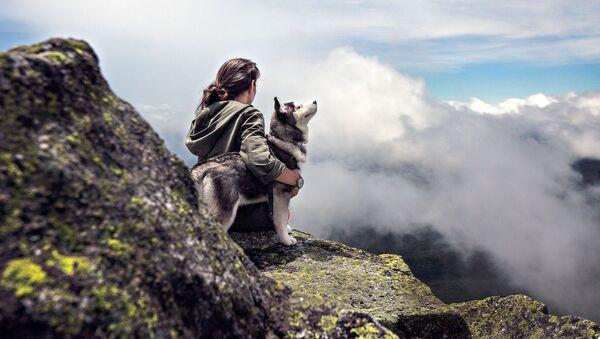 Сô gái và con chó - Sputnik Việt Nam