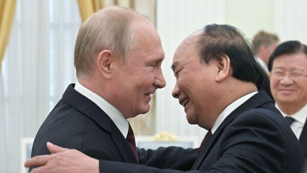 Tổng thống Nga Vladimir Putin gặp Thủ tướng Việt Nam Nguyễn Xuân Phúc - Sputnik Việt Nam