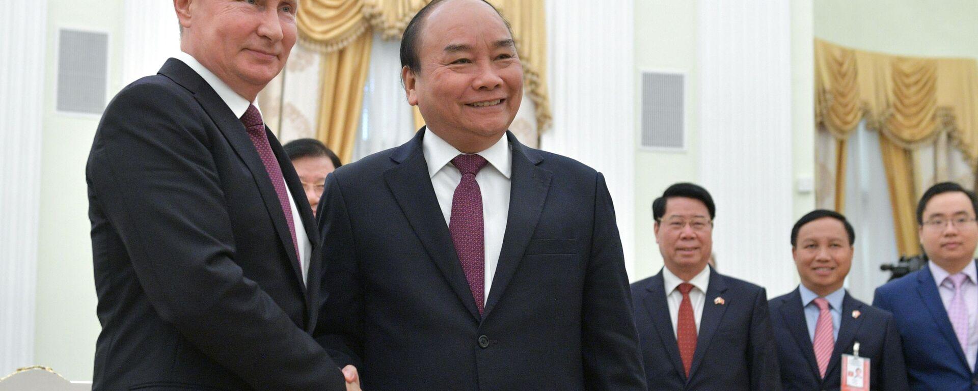 Tổng thống Nga Vladimir Putin tiếp đón Chủ tịch nước Nguyễn Xuân Phúc - Sputnik Việt Nam, 1920, 16.09.2021