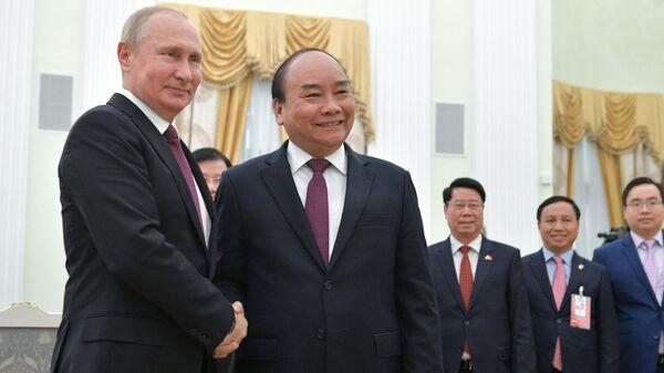 Tổng thống Nga Vladimir Putin tiếp đón Thủ tướng Việt Nam Nguyễn Xuân Phúc - Sputnik Việt Nam