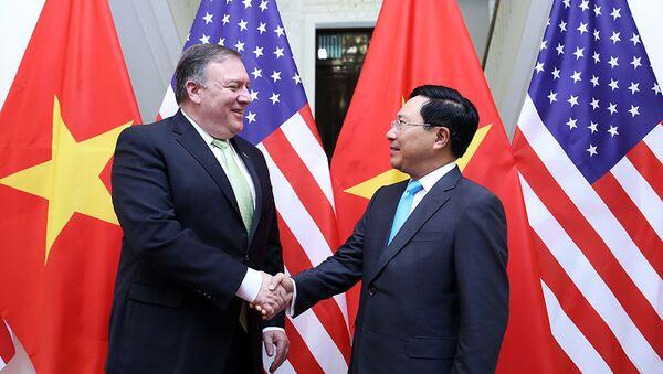 Bộ trưởng Bộ Ngoại giao Phạm Bình Minh và Ngoại trưởng Hoa Kỳ Michael Pompeo - Sputnik Việt Nam