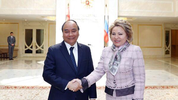 Thủ tướng Nguyễn Xuân Phúc hội kiến Chủ tịch Hội đồng Liên bang, Quốc hội Liên bang Nga Valentina Matviyenko  - Sputnik Việt Nam