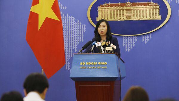 Người phát ngôn Bộ Ngoại giao Lê Thị Thu Hằng trả lời một số câu hỏi của phóng viên báo chí trong nước và quốc tế. - Sputnik Việt Nam