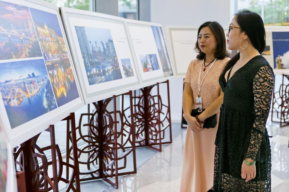 Triển lãm tại sảnh Phòng hòa nhạc Zaryadye trong khuôn khổ Năm chéo hữu nghị Nga Việt