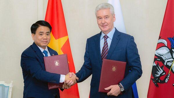 Thị trưởng Moskva Sergei Sobyanin và Chủ tịch Ủy ban Nhân dân thành phố Hà Nội Nguyễn Đức Chung - Sputnik Việt Nam