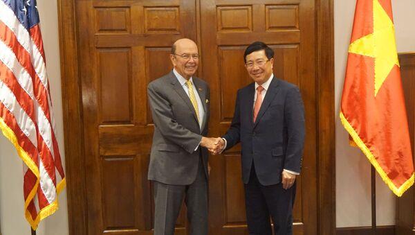 Phó Thủ tướng, Bộ trưởng Ngoại giao Phạm Bình Minh gặp Bộ trưởng Thương mại Wilbur Ross tại trụ sở Bộ Thương mại Hoa Kỳ ở Washington D.C. - Sputnik Việt Nam