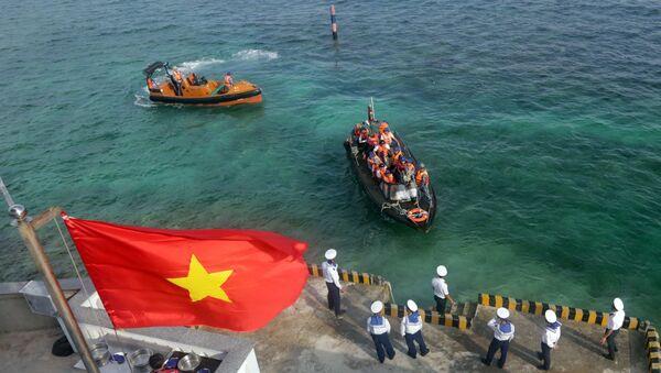 Đoàn công tác từ đất liền ra thăm cán bộ, chiến sỹ đảo Đá Lát.  - Sputnik Việt Nam