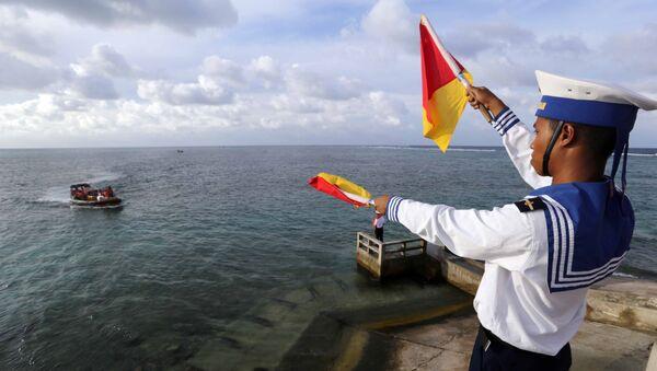 Hướng dẫn cho tàu thuyền vào đảo Đá Đông.  - Sputnik Việt Nam