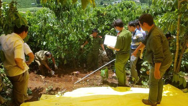 Cơ quan chức năng tiến hành khám nghiệm hiện trường vụ án mạng kinh hoàng 3 bà cháu bị sát hại - Sputnik Việt Nam