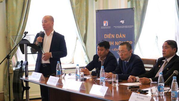 Ông Vũ Bá Phú, Cục trưởng Cục xúc tiến thương mại, Bộ Công Thương phát biểu tại Diễn đàn - Sputnik Việt Nam