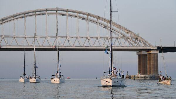 Du thuyền tham gia cuộc đua thuyền buồm, diễn ra ở eo biển Kerch - Sputnik Việt Nam