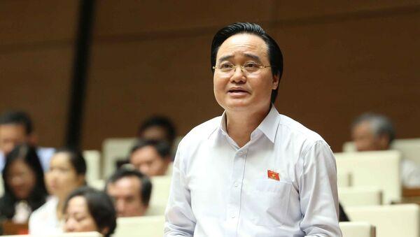Bộ trưởng Bộ Giáo dục và Đào tạo Phùng Xuân Nhạ, Đại biểu Quốc hội tỉnh Bình Định phát biểu giải trình, làm rõ một số vấn đề đại biểu Quốc hội nêu. - Sputnik Việt Nam