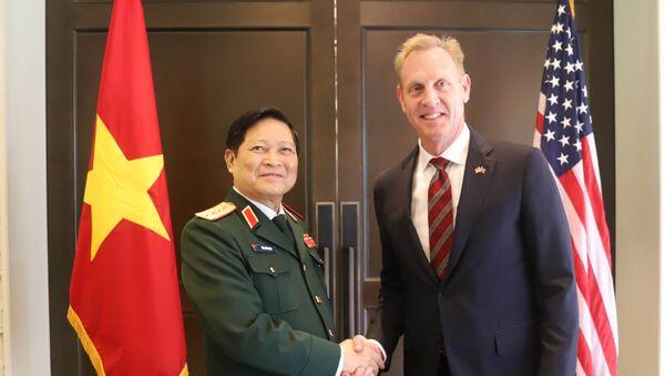 Quang cảnh cuộc gặp song phương giữa Quyền Bộ trưởng Quốc phòng Hoa Kỳ Patrick Shanahan và Bộ trưởng Quốc phòng Việt Nam Ngô Xuân Lịch.  - Sputnik Việt Nam