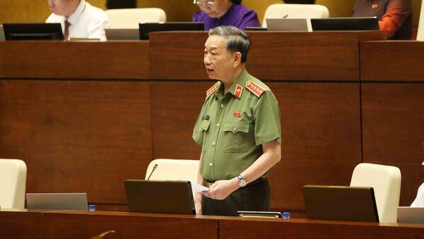Đại tướng, Bộ trưởng Bộ Công an Tô Lâm trả lời chất vấn của đại biểu Quốc hội.  - Sputnik Việt Nam