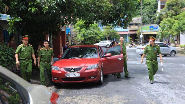 Lực lượng chức năng khám nhà ông Vũ Trọng Lương - Sputnik Việt Nam