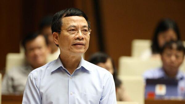 Bộ trưởng Bộ Thông tin và Truyền thông Nguyễn Mạnh Hùng giải trình một số vấn đề đại biểu Quốc hội quan tâm.  - Sputnik Việt Nam