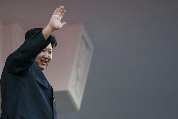 Lãnh đạo Triều Tiên Kim Jong-un trong cuộc diễu binh ở Bình Nhưỡng - Sputnik Việt Nam