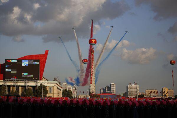 Cuộc diễu binh nhân dịp kỷ niệm lần thứ 70 ngày thành lập đảng cầm quyền Bắc Triều Tiên. - Sputnik Việt Nam