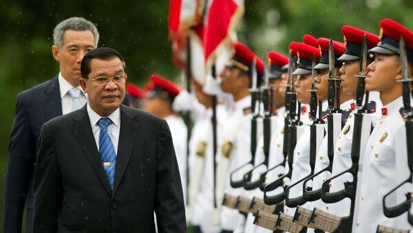 Thủ tướng Campuchia Hun Sen và Thủ tướng Singapore Lý Hiển Long  - Sputnik Việt Nam
