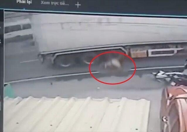 Giây phút container cán chiến sỹ CSGT tử vong rồi bỏ chạy