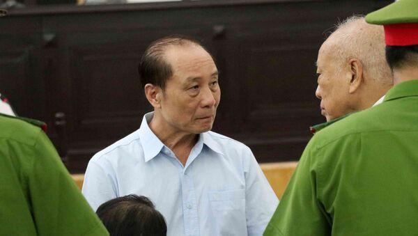 Bị cáo Phan Hữu Tuấn (sinh ngày 03/4/1955, cựu Trung tướng, Phó Tổng cục trưởng Tổng cục V, Bộ Công an) tại tòa. - Sputnik Việt Nam