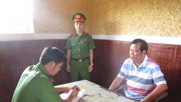 Đại gia xăng dầu Trịnh Sướng tại Cơ quan điều tra.   - Sputnik Việt Nam