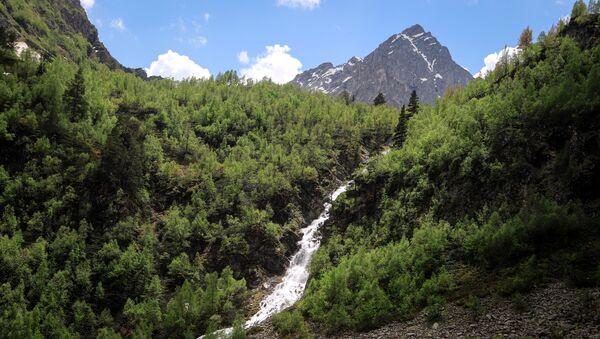 Thác nước Orlenok trong Thung lũng Sofia thuộc Cộng hòa Karachay-Cherkessia - Sputnik Việt Nam