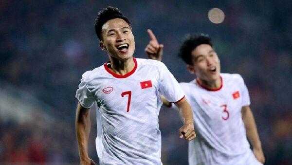 Những cầu thủ như Triệu Việt Hưng (số 7) đủ khả năng khoác áo cả tuyển quốc gia và U23 Việt Nam. - Sputnik Việt Nam