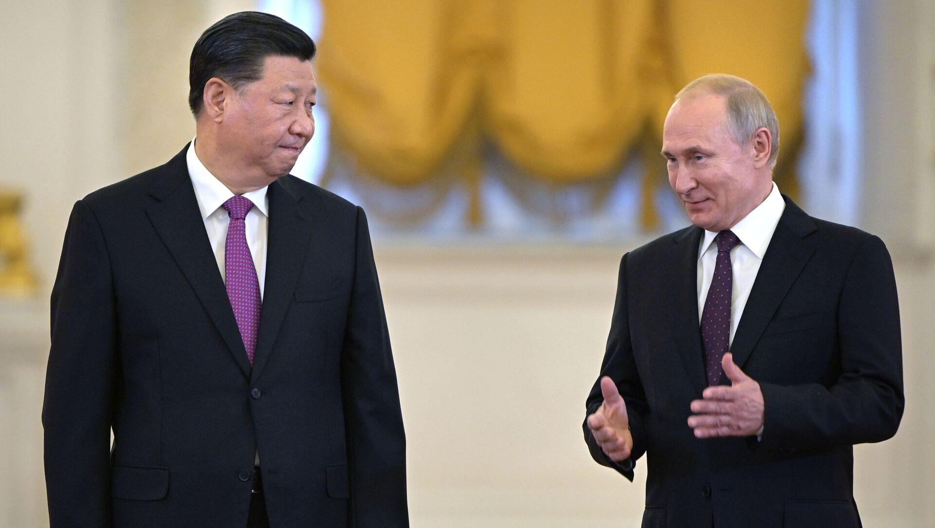 Председатель КНР Си Цзиньпин и президент РФ Владимир Путин на церемонии официальной встречи в Георгиевском зале Кремля - Sputnik Việt Nam, 1920, 22.07.2021